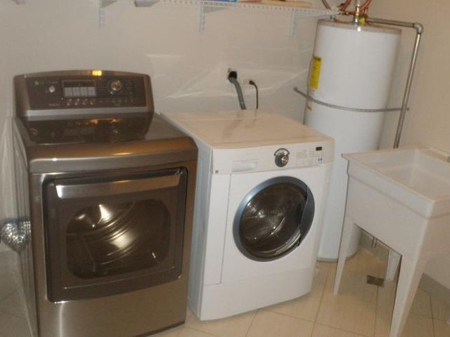 Laundry room pic 2